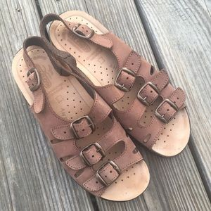 🌟Fly Flot Brown Leather Sandal Size 6